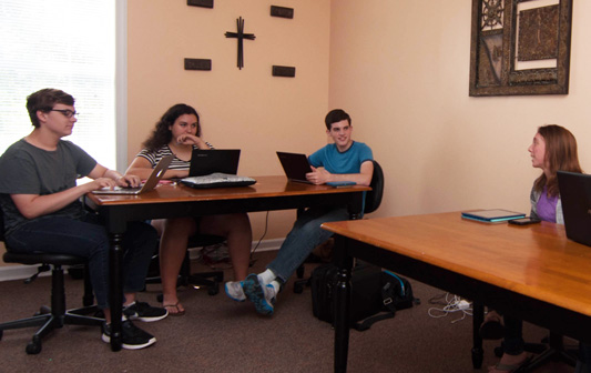 Private-Christian-Highschool-Students-Using-Technology-Between-Burlington-and-Greensboro-NC